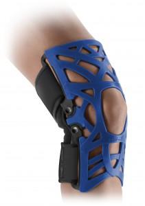 REACTION_bare_leg_new_brace_back_HERO_blue-ortopedia mato-palafrugell-baix emporda