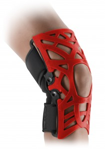 REACTION_bare_leg_new_brace_back_HERO_red-ortopedia mato-palafrugell-baix emporda
