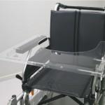 Taula transparent per a cadira de rodes